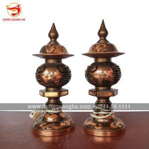 Đôi đèn thờ bằng đồng cạo màu cao 30cm