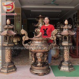 Đôi đèn thờ bằng đồng đỏ cao 1m8