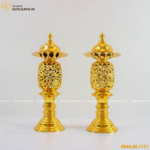 Đôi đèn thờ bằng đồng thếp vàng tinh xảo