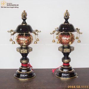 Đôi đèn thờ bằng đồng vàng treo chuông độc đáo cao 62cm
