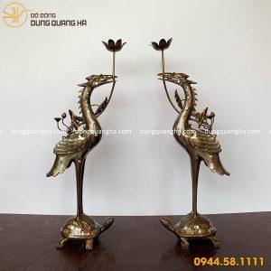 Đôi hạc thờ bằng đồng khảm ngũ sắc cổ kính