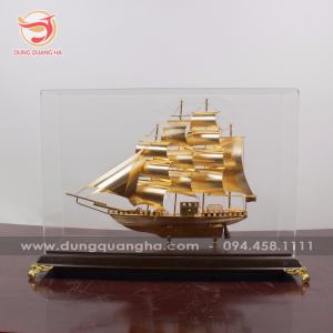 Mô hình thuyền buồm căng gió mạ vàng