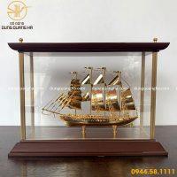 Mô hình thuyền buồm mạ vàng khung kính sang trọng