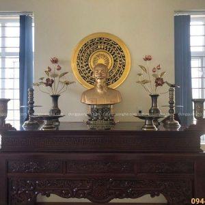 Phòng thờ với tượng chân dung Bác Hồ bằng đồng đỏ tinh xảo