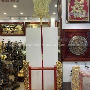Quạt chầu rồng mặt nguyệt đồng vàng, thân gỗ sơn son thếp vàng