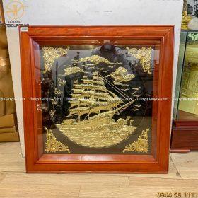 Tranh Thuận Buồm Xuôi Gió bằng đồng vàng khung gỗ 80 x 80cm
