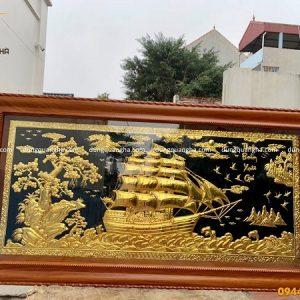 Tranh Thuận Buồm Xuôi Gió mạ vàng nền đen khung gỗ gụ