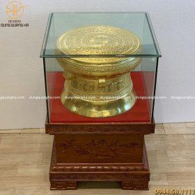 Trống đồng 40cm dát vàng 9999, đôn gỗ gụ vuông 50cm cao 42cm