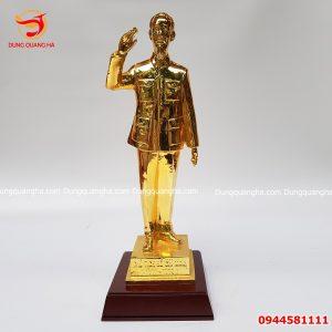 Tượng Bác Hồ bằng đồng vẫy tay chào mạ vàng 24k