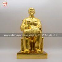 Tượng Bác Hồ ngồi đọc báo nhân dân xã luận thếp vàng 9999