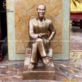 Tượng Bác Hồ ngồi đọc sách bằng đồng đỏ - cao 60cm