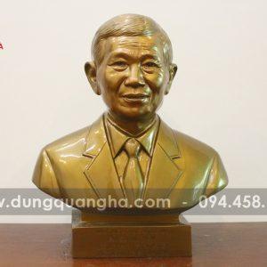 Tượng chân dung của khách cao 42cm đẹp chân thực