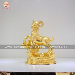 Tượng con dê phong thủy dát vàng 9999 mẫu thiết kế độc đáo