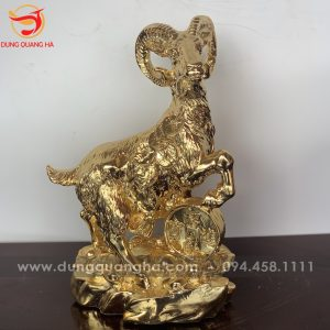 Tượng Dê phong thủy ngậm xâu tiền vàng