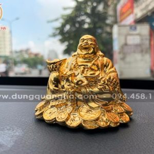 Tượng Di Lặc ngồi trên tiền mạ vàng