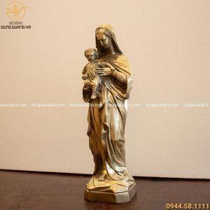Tượng Đức Mẹ Maria bế Chúa bằng đồng vàng cao 40cm