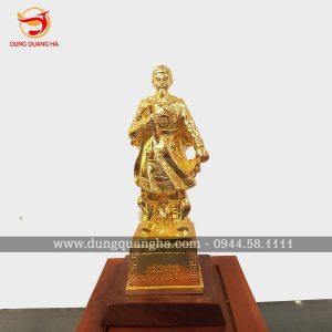 Tượng Đức Thánh Trần bằng đồng mạ vàng tinh xảo