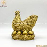 Tượng gà đẻ trứng vàng bằng đồng - linh vật ý nghĩa