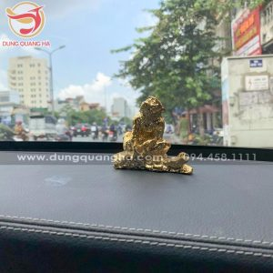 Tượng khỉ mạ vàng để xe ô tô