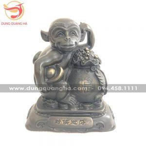 Tượng khỉ phú quý ôm túi tiền bằng đồng hun giả cổ