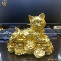 Tượng mèo nằm trên tiền cao 14 cm, ngang 20 cm đồng vàng thếp vàng