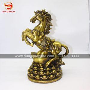 Tượng ngựa đồng đứng trên Kim Nguyên Bảo đẹp tinh xảo