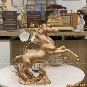 Tượng ngựa phong thủy bằng đồng đỏ cao 44cm độc đáo