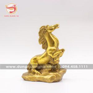 Tượng ngựa phong thủy bằng đồng sắc nét tinh xảo