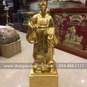 Tượng Nguyễn Trãi bằng đồng thếp vàng