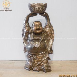 Tượng Phật Di Lặc đứng nâng kim nguyên bảo khảm tam khí