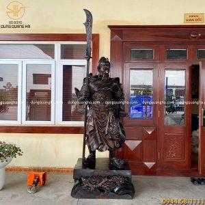 Tượng Quan Vân Trường bằng đồng màu giả cổ cao 2m4 nặng 8,4 tạ