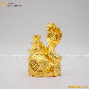 Tượng rắn bằng đồng thếp vàng mang tiền tài phú quý