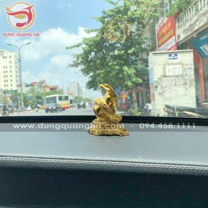 Tuong-ran-phong-thuy-bang-dong-ma-vang-de-xe-o-to_5ddf370c59c89