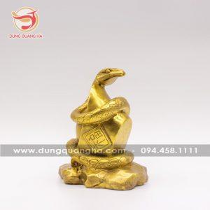 Tượng rắn phong thủy ôm thỏi vàng