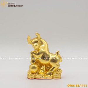 Tượng trâu phong thủy bằng đồng thếp vàng 9999 mẫu 1